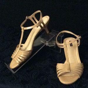 db9e67a680f2 Alex Marie Beige patent leather L heel sandals  9M